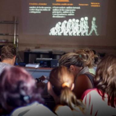 Clases interactivas de arqueología y talleres